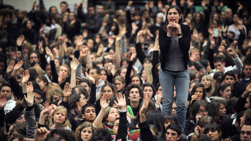 Γαλλία: Στη νεολαία τώρα η σκυτάλη, στην εργατική τάξη το κλειδί της νίκης