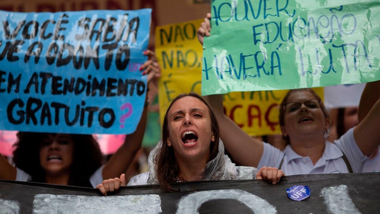 Η νεολαία της Βραζιλίας διαδηλώνει ενάντια στον Μπολσονάρου