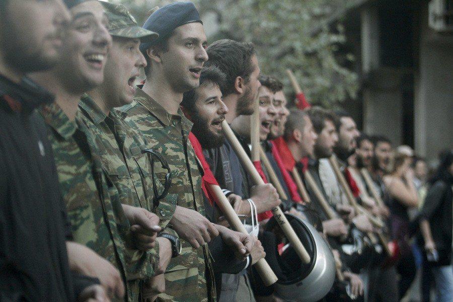 Καμία καταδίκη στο κίνημα μέσα και έξω από τον στρατό!