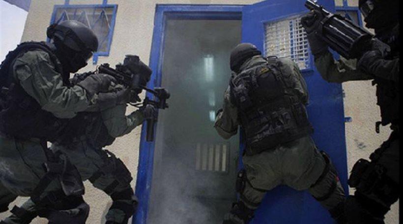 ΝΑΡ: Προσαγωγή 3 νέων (1 μέλους νΚΑ) από τρομοκρατική αστυνομική εισβολή νύχτα στο σπίτι τους!